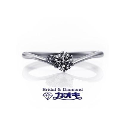 【カオキ ダイヤモンド専門卸直営店】華奢で柔らかなV字ラインは、可愛らしい指元を演出してくれる☆