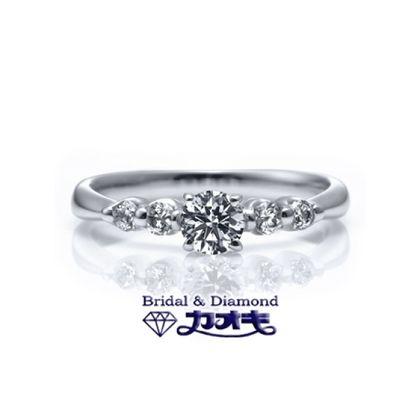 【カオキ ダイヤモンド専門卸直営店】☆女性のあこがれ☆シンプルだけど、豪華な大粒メレで輝くエンゲージリング