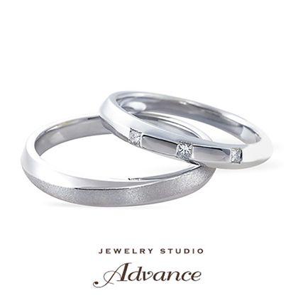 【JEWELRY STUDIO Advance(ジュエリースタジオアドバンス)】【Advance】スクエアのダイヤが並ぶクールなデザイン