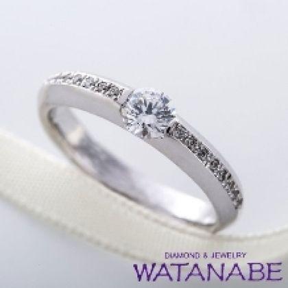 【WATANABE / 卸商社直営 渡辺】[WATANABE]アームにメレダイヤを配置した伏せ込みタイプのエンゲージ