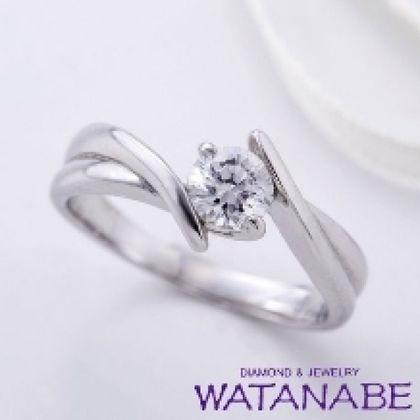 【WATANABE / 卸商社直営 渡辺】[WATANABE]ボリュームある伏せ込みデザインでもダイヤが大きく引き立つ