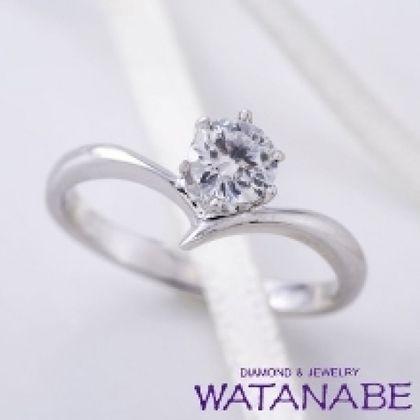 【WATANABE / 卸商社直営 渡辺】[WATANABE]指元を美しく見せるのに効果的なV字のデザイン