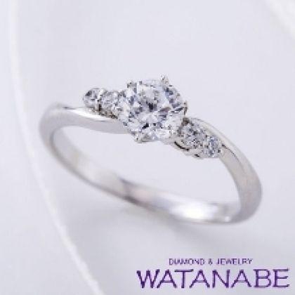 【WATANABE / 卸商社直営 渡辺】[WATANABE]メレダイヤでゴージャス感を演出し指元を華やかに!