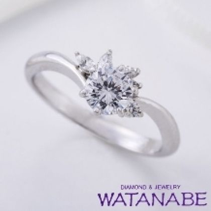 【WATANABE / 卸商社直営 渡辺】[WATANABE]マーキスカットのダイヤをセットた豪華なエンゲージリング
