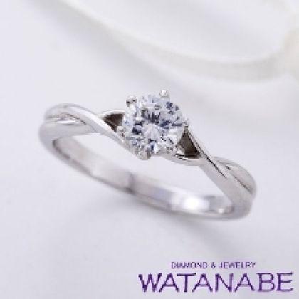 【WATANABE / 卸商社直営 渡辺】[WATANABE]シンプルなのにアームデザインに凝っているソリティアエンゲージ