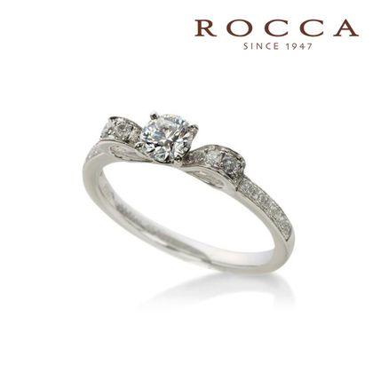 【ROCCA(ロッカ)】【ROCCA】薬指にリボンを結ぶロマンチックなエンゲージリング