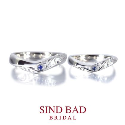 【SIND BAD(シンドバット)】結婚指輪 【唐草】職人による手彫りの結婚指輪 サファイアをアレンジ
