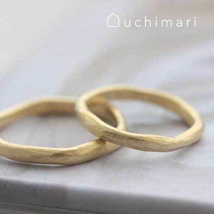 【uchimari(ウチマリ)】やすり目をつけたゆるふわ結婚指輪