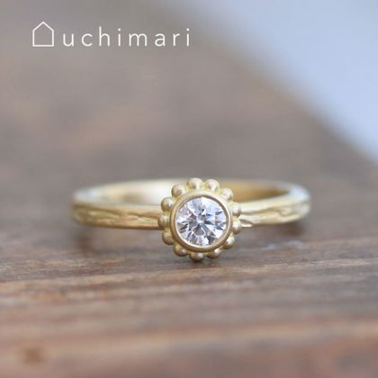 【uchimari(ウチマリ)】つぶつぶ石座の婚約指輪