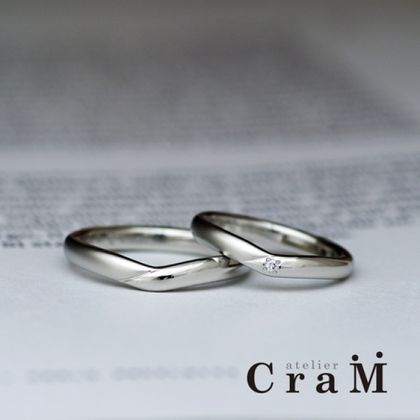 【atelier CraM(アトリエ クラム)】柔らか甲丸のVラインデザインのマリッジリング【手作り結婚指輪】