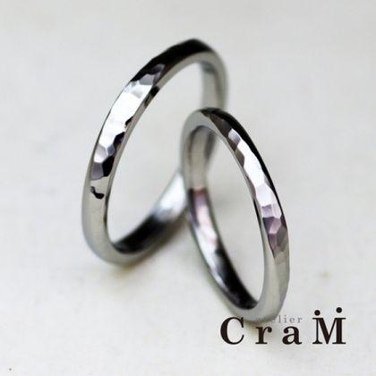 【atelier CraM(アトリエ クラム)】プラチナの槌目模様の入ったひねりリング【手作り結婚指輪】