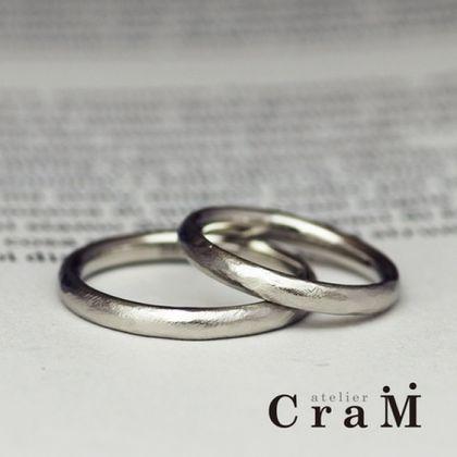 【atelier CraM(アトリエ クラム)】個性的でもシンプルだから普段付けしやすいラフに仕上げたつや消し加工のリング