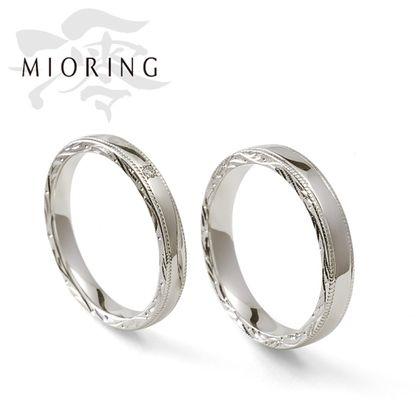 【OGAKI SASHIGEN(大垣さし源)】MIORING  絲 -いと- 側面の和彫り彫刻がさりげなく煌めく鍛造結婚指輪