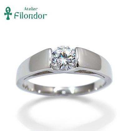 【アトリエフィロンドール】【アトリエ・フィロンドール】爪をつかわずダイアモンドを挟み込んだエンゲージリング