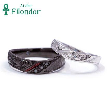 【アトリエフィロンドール】【アトリエ・フィロンドール】フルオーダー 手彫り・和紙テクスチャー・漆・ブラックの艶めく結婚指輪