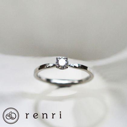 【renri(レンリ)】【手作り・オーダーメイド】ハンマーテクスチャーのぬくもりある表情とダイヤモンドの輝きがコントラストを生み出すエンゲージリング