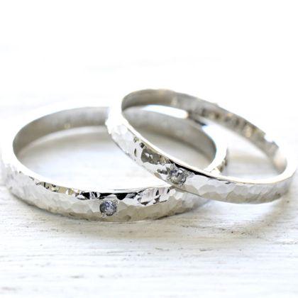 【湘南彫金工房 andfuse】【手作り結婚指輪当日コース】プラチナ900の平打ちデザインに当工房オリジナルのキラキラの細かな槌目模様(みなも仕上げ)を施した素敵な結婚指輪です。
