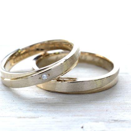【湘南彫金工房 andfuse】【手作り結婚指輪デザインワックスコース】斜めに入ったラインにダイアをセッティングした18金シャンパンゴールドの手作り結婚指輪