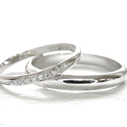 【湘南彫金工房 andfuse】【手作り結婚指輪当日コース】斜めのラインにダイアモンドを9石セットしたプラチナ900の甲丸デザインの素敵な結婚指輪です。