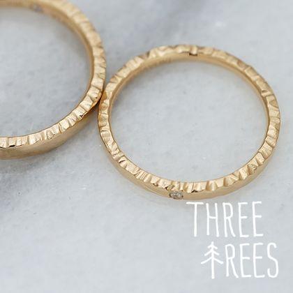 【THREE TREES(スリーツリーズ)】サイドがポイント♪シンプルな結婚指輪