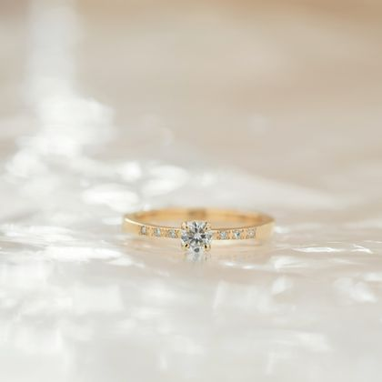 【横浜元町彫金工房】【想いを込める婚約指輪】ダイヤ&メレ6つ・K18YG(イエロー)クリア仕上げ