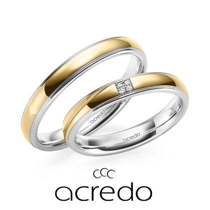 【acredo(アクレード)】中央に4石のダイヤをセッティングした贅沢なデザイン