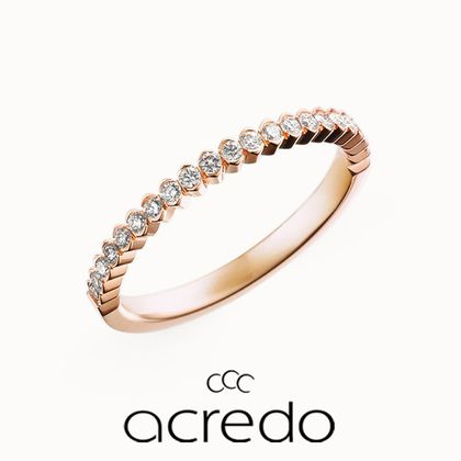 【acredo(アクレード)】ダイヤを囲むような留め方が個性的なエタニティリング