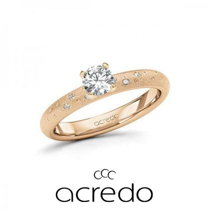 【acredo(アクレード)】ロゼゴールドで女性らしさのある、いつ見てもときめくエレガントな婚約指輪