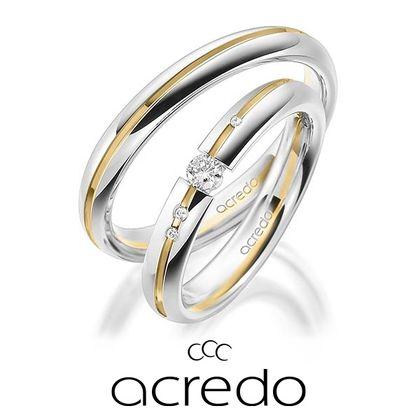 【acredo(アクレード)】イエローのラインにメレダイヤをセッティングし、個性的な仕上がりに