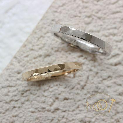 【ついぶ工房】【二人の想いが詰まった手作り結婚指輪】プラチナ/K18イエローゴールド・槌目型・鏡面仕上げ