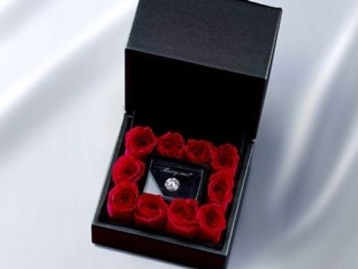 最愛の人へダイヤモンドでプロポーズ『EXELCO ローズボックス』