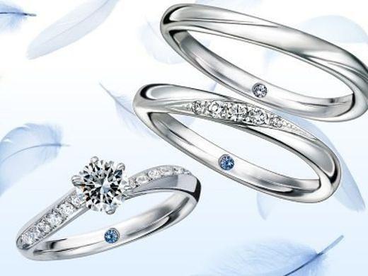 【 ガラ ブライダルリング ONLINE SHOP 】では、花嫁に幸運をもたらすブルーダイヤか誕生石をリング内側にプレゼント♪ さらに、おふたりのイニシャルと記念日のレーザー刻印も無料サービス中!