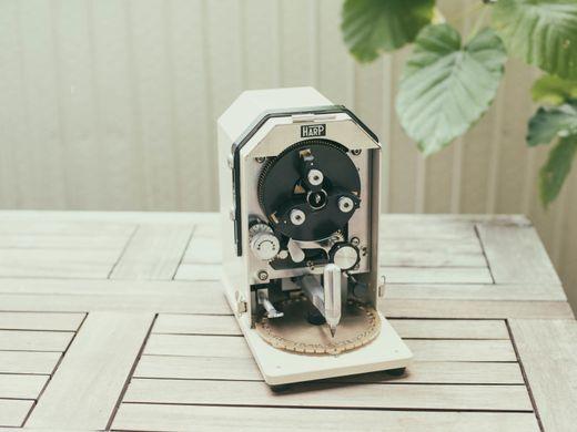 【刻印無料サービス!】 レトロな刻印機で、目の前で刻印している様子を見ることができます